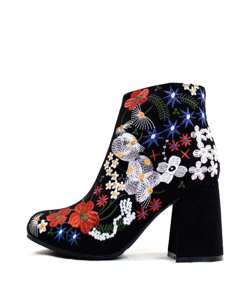Qupid Round Toe Embroidered Floral Black Block Chunky Heel